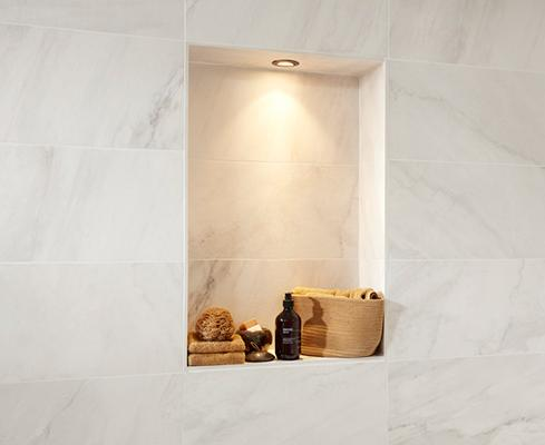 Marmer in de badkamer