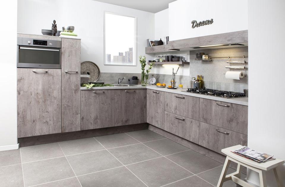 Grijze houten keuken