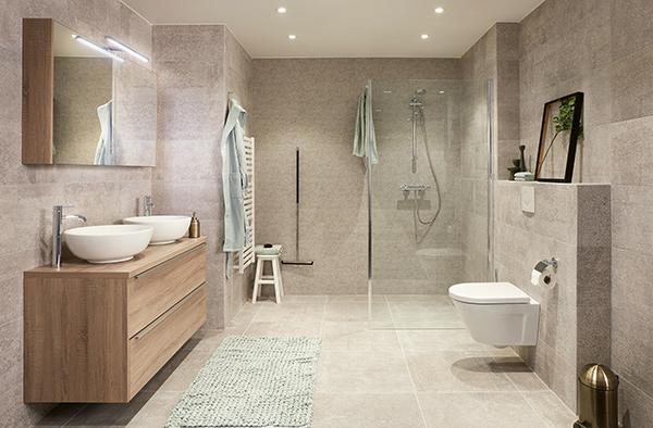 Zandkleurige badkamer
