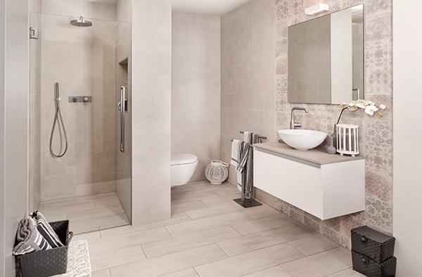 Grijswitte badkamer