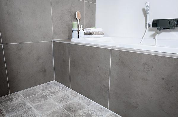 Grijze badkamer tegels