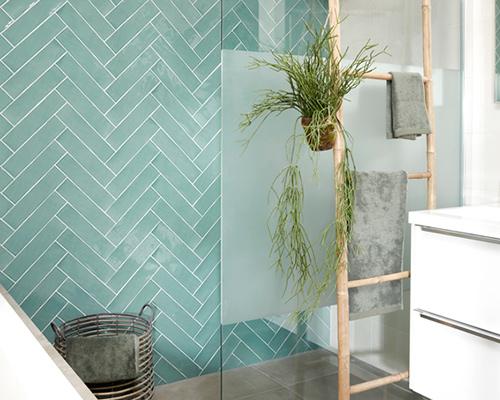 De kleur groen in de badkamer