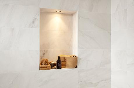 Witte badkamer tegels