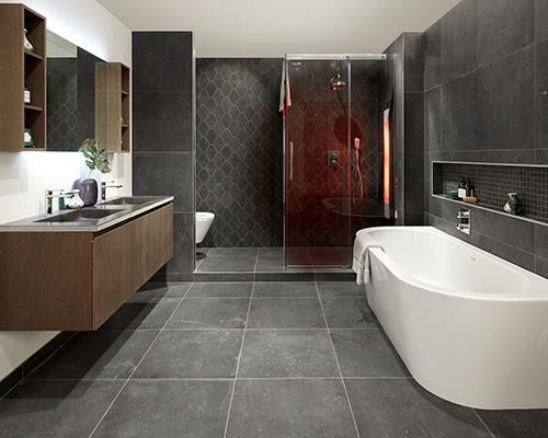 Donkere kleur in de badkamer